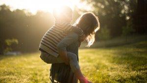 Kinder und Bewegung im Garten