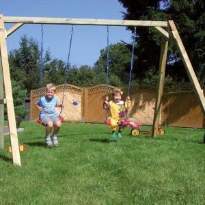 Doppelschaukel aus Kantholz für den Garten