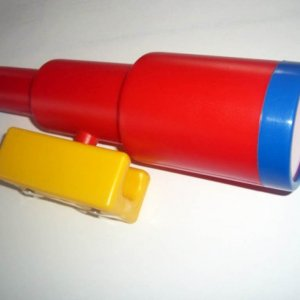 Rotes Fernrohr für Spieltürme
