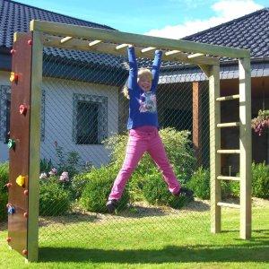 Bekletterbares Fußballtor aus Kantholz für den Garten