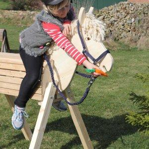 Gartenpferd Susi aus Holz für Kinder