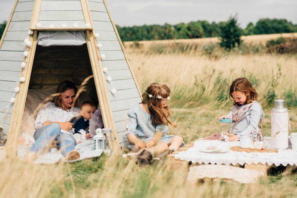 Schönes Zelt aus Holz von Plum