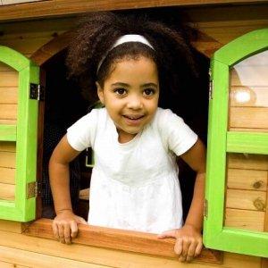 Spielhaus von Axi mit Fenster