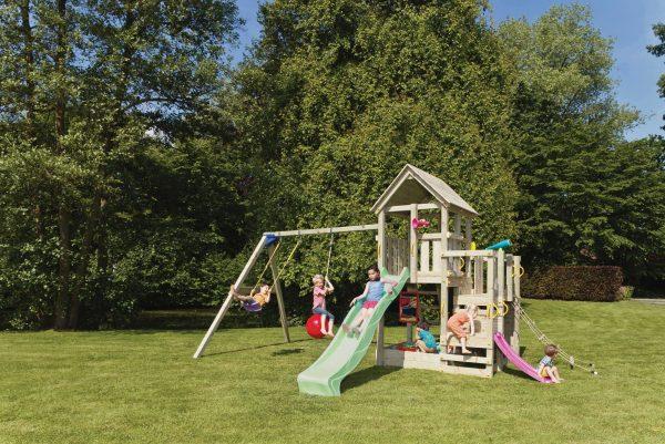 Der Blue Rabbit Spielturm Penthouse kann mit einer Doppelschaukel erweitert werden