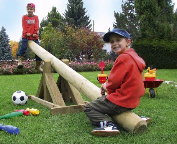 Große Holzwippe für den Garten