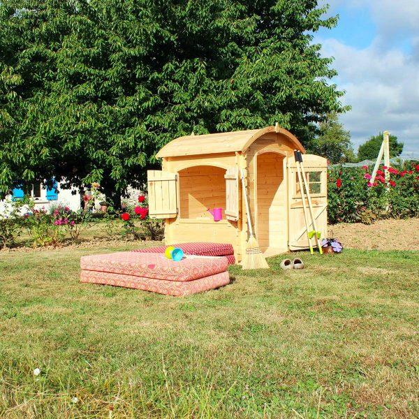 Kinderspielhaus Leon aus Holz für den Garten
