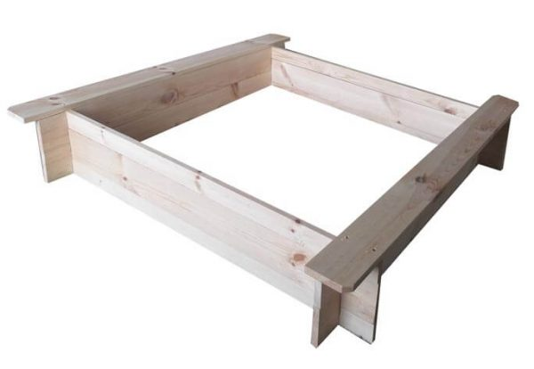 Unbehandelter Sandkasten aus Holz für den Garten